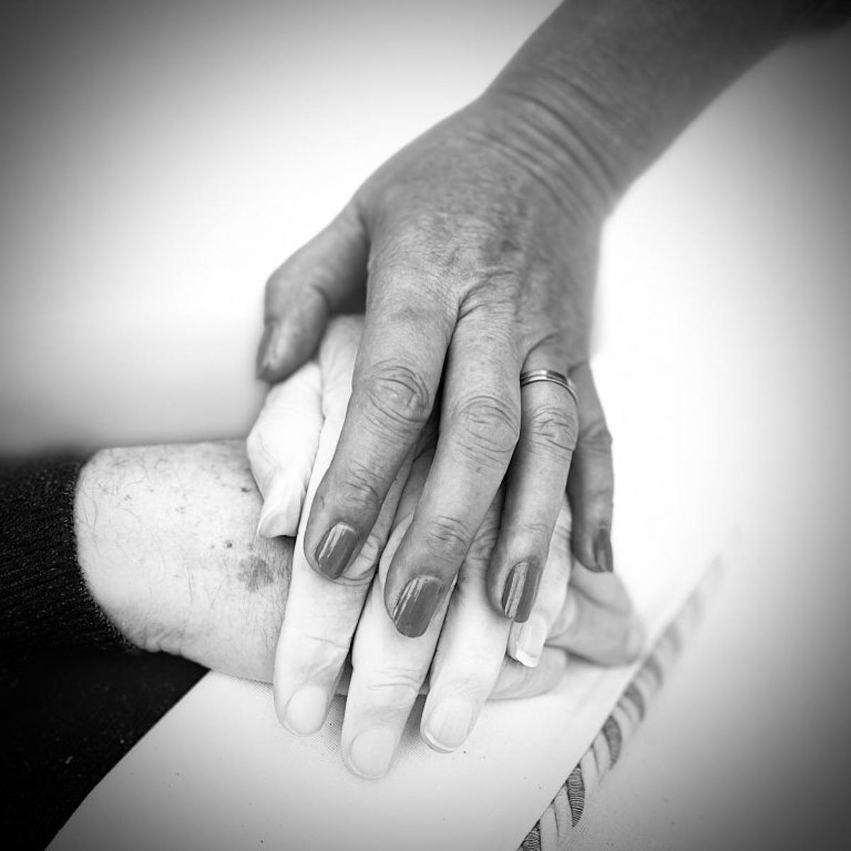 karinwinters mm invoegafbeelding handen